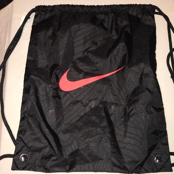 4d899da82 Nike OUSADIA   ALEGRIA NJR Bag. M 5b1b2aba2e1478e70608121a